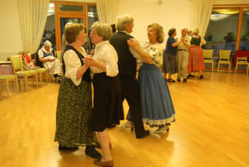 <de>Volkstanz/Singen</de><en>Folk Dance/Singing</en><fr>Danse folklorique/Chant</fr>